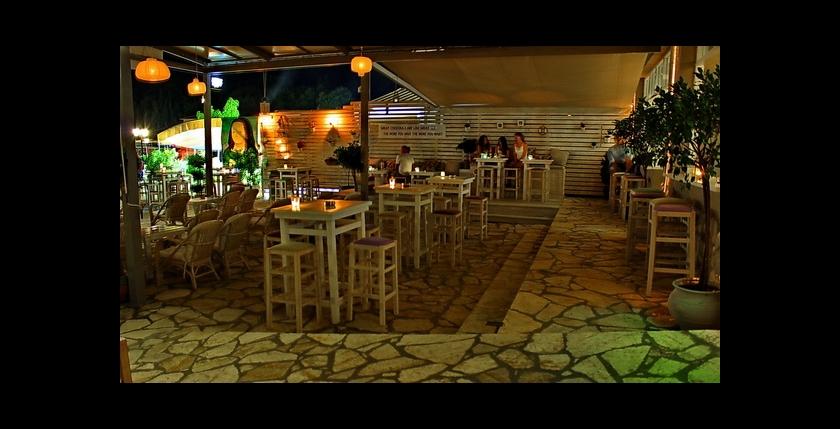 Acanthus Bar 11