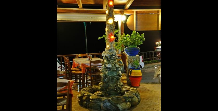 Atlantis Restaurant and Apartments 8