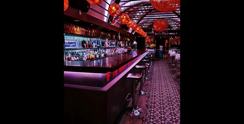 Deck Club Restaurant 10