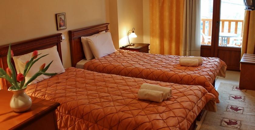 Famissi Hotel 6