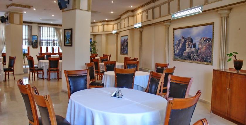 Famissi Hotel 19
