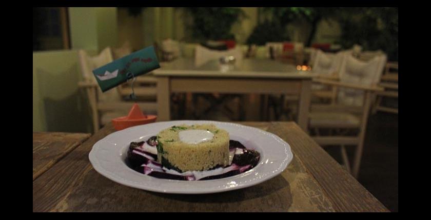 Itan Ena Mikro Karavi Restaurant 2