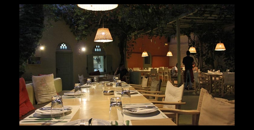 Itan Ena Mikro Karavi Restaurant 9