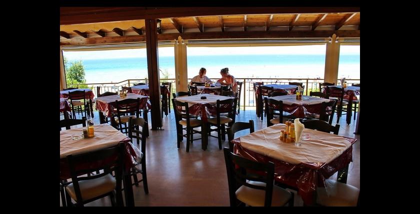 Kalamaki Restaurant 8