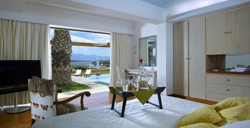 St Nicolas Bay Resort & Villas 8