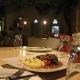 Itan Ena Mikro Karavi Restaurant 11