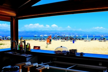 Kalamaki Beach Bar