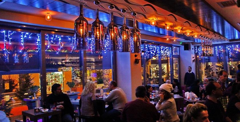 Cruzar Cafe Bar 10
