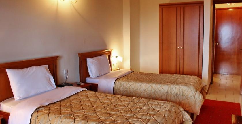 Famissi Eden Resort Hotel 8
