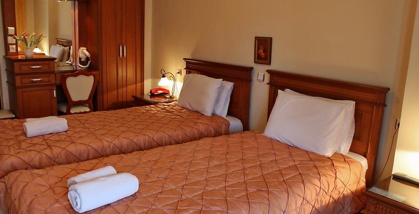 Famissi Hotel 10