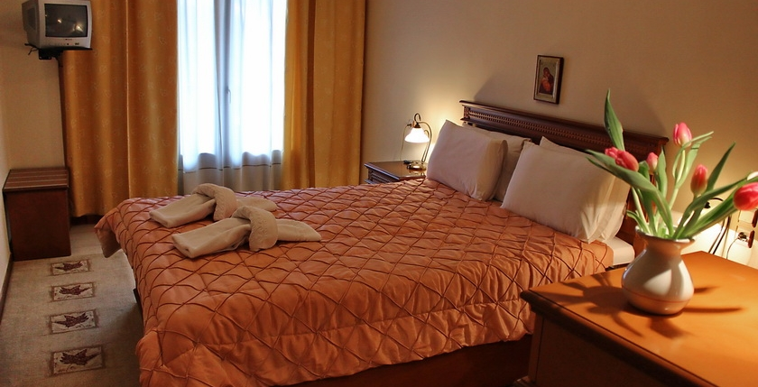 Famissi Hotel 12