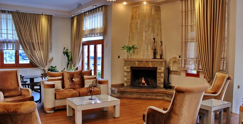 Famissi Hotel 9