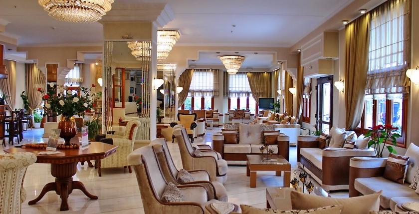 Famissi Hotel 16