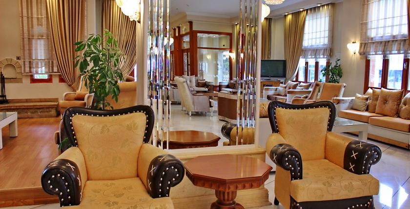 Famissi Hotel 18