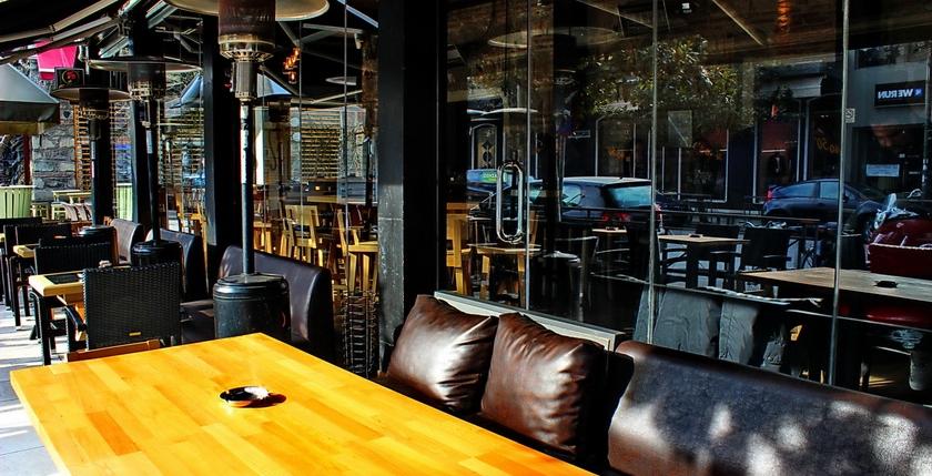 Sinatra Cafe & Wine Bar 14